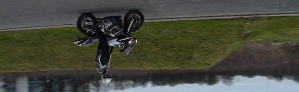 Petite démo d'un frappé de la moto ! Stunt10