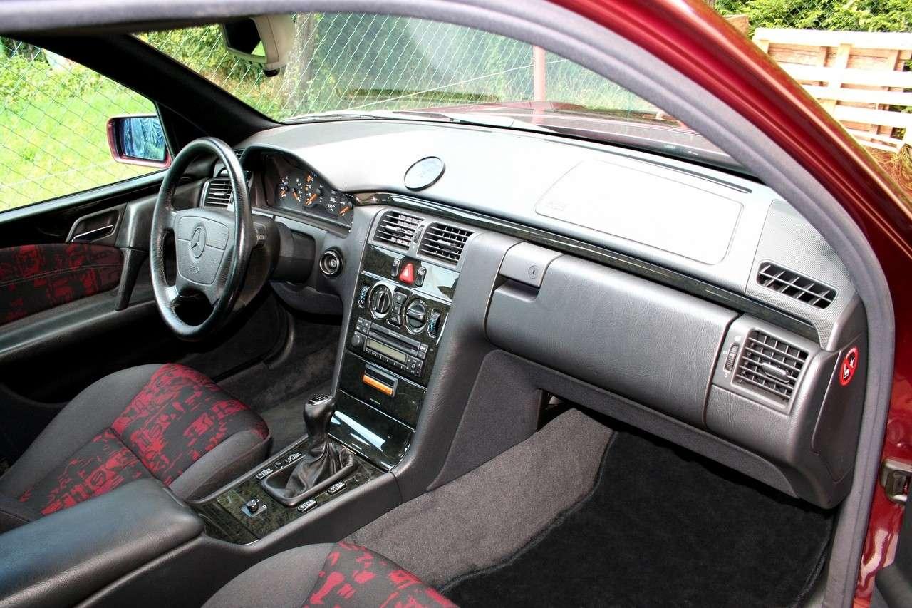 Présentation W210 290 TD Avantgarde BVM Berline Ruby Red Img_7914