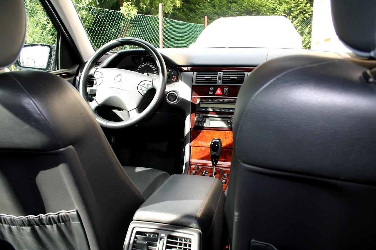 Présentation W210 E320 essence 4 Matic Elégance Break BVA Noire Img_8912