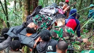 Jongetje (12) overleeft als enige vliegtuigcrash in Papoea 150