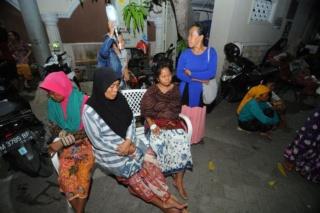 Drie doden bij aardbeving op Java 76310