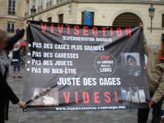 20.11.10 - Paris : Stand sensibilisation aux droits des animaux Cagesv10