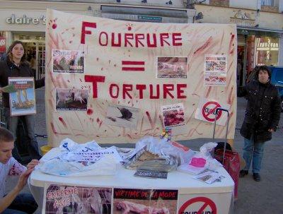 Stand pour les droits des animaux, le 09 juillet 2011 à Paris. Stans_11