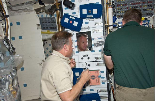 [STS-133] Discovery: Déroulement de la mission. - Page 4 Capt_165
