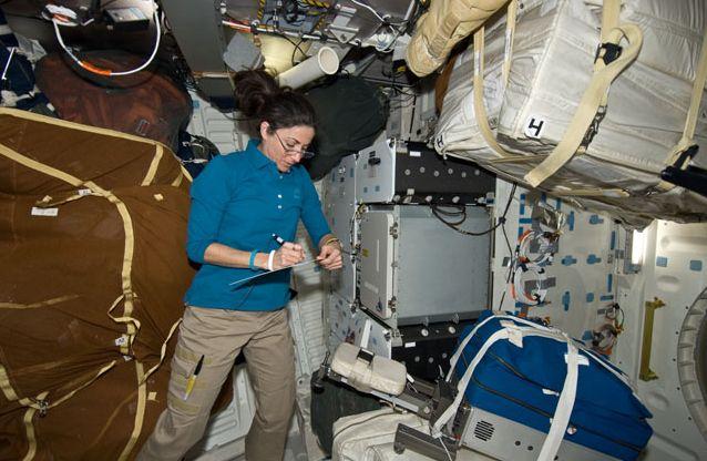 [STS-133] Discovery: Déroulement de la mission. - Page 4 Capt_167