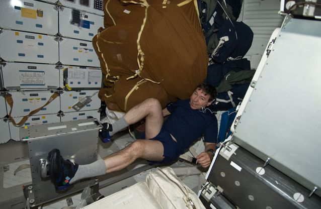 [STS-133] Discovery: Déroulement de la mission. - Page 4 Capt_168