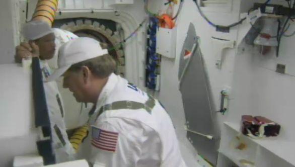 [STS-133] Discovery : Préparatifs (Lancement prévu le 24/02/2011) - Page 16 Captur32