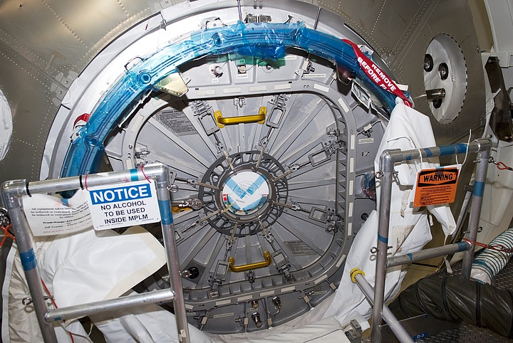 [STS-133] Discovery : Préparatifs (Lancement prévu le 24/02/2011) - Page 13 Sans_117