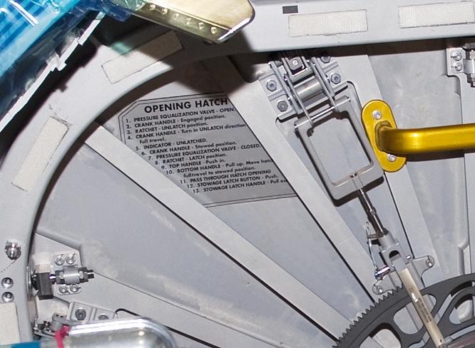 [STS-133] Discovery : Préparatifs (Lancement prévu le 24/02/2011) - Page 13 Sans_121