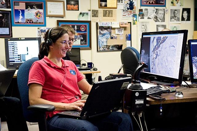 [STS-133] Discovery : Préparatifs (Lancement prévu le 24/02/2011) - Page 15 Sans_246