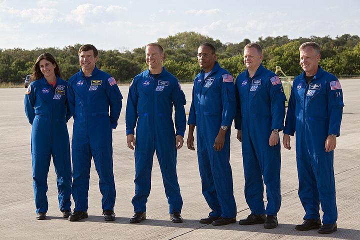 [STS-133] Discovery : Préparatifs (Lancement prévu le 24/02/2011) - Page 16 Sans_257