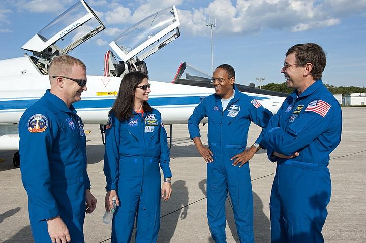 [STS-133] Discovery : Préparatifs (Lancement prévu le 24/02/2011) - Page 16 Sans_260