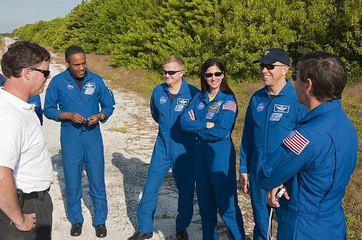 [STS-133] Discovery : Préparatifs (Lancement prévu le 24/02/2011) - Page 16 Sans_269