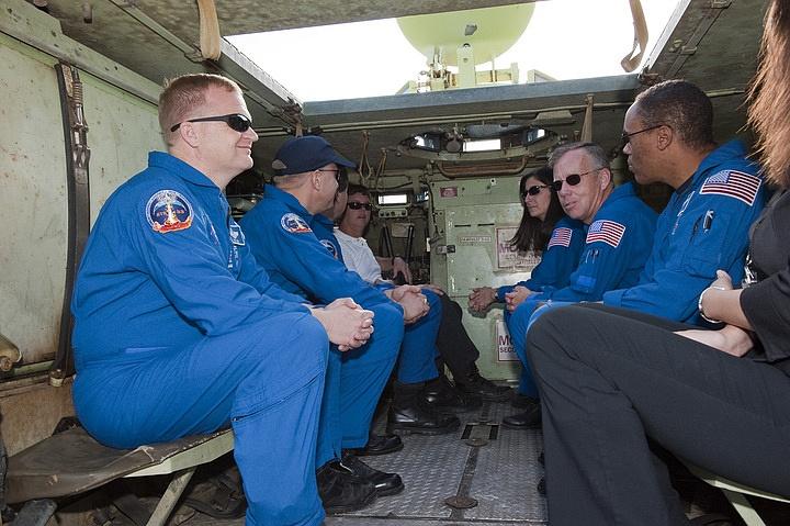 [STS-133] Discovery : Préparatifs (Lancement prévu le 24/02/2011) - Page 16 Sans_270