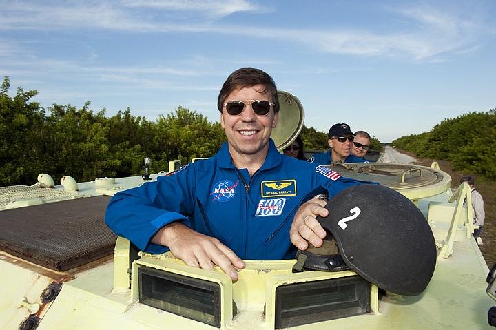 [STS-133] Discovery : Préparatifs (Lancement prévu le 24/02/2011) - Page 16 Sans_271