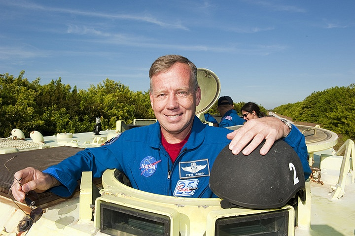 [STS-133] Discovery : Préparatifs (Lancement prévu le 24/02/2011) - Page 16 Sans_272