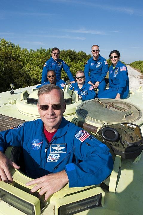 [STS-133] Discovery : Préparatifs (Lancement prévu le 24/02/2011) - Page 16 Sans_273