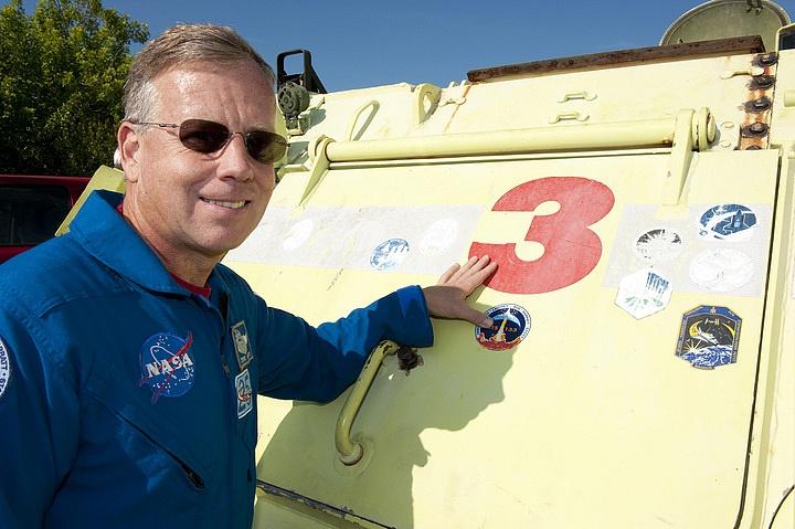 [STS-133] Discovery : Préparatifs (Lancement prévu le 24/02/2011) - Page 16 Sans_275