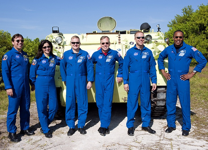 [STS-133] Discovery : Préparatifs (Lancement prévu le 24/02/2011) - Page 16 Sans_276