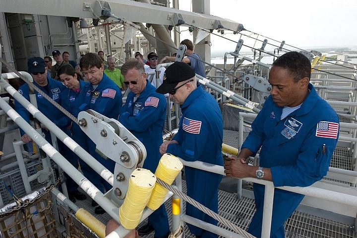 [STS-133] Discovery : Préparatifs (Lancement prévu le 24/02/2011) - Page 16 Sans_284