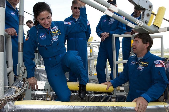 [STS-133] Discovery : Préparatifs (Lancement prévu le 24/02/2011) - Page 16 Sans_290