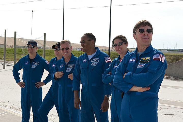 [STS-133] Discovery : Préparatifs (Lancement prévu le 24/02/2011) - Page 16 Sans_292