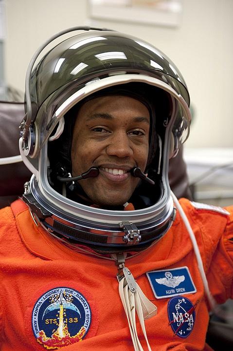 [STS-133] Discovery : Préparatifs (Lancement prévu le 24/02/2011) - Page 16 Sans_294