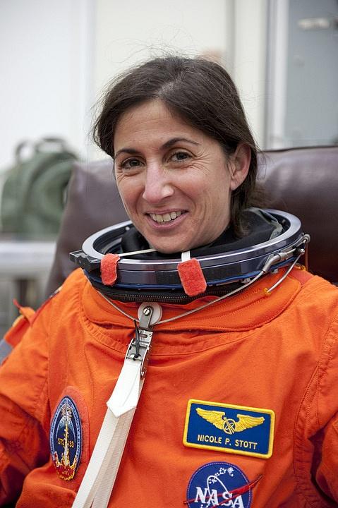 [STS-133] Discovery : Préparatifs (Lancement prévu le 24/02/2011) - Page 16 Sans_295