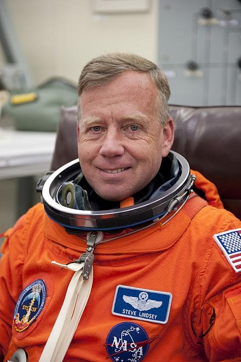 [STS-133] Discovery : Préparatifs (Lancement prévu le 24/02/2011) - Page 16 Sans_298