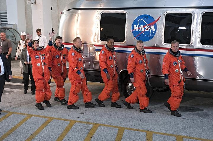 [STS-133] Discovery : Préparatifs (Lancement prévu le 24/02/2011) - Page 16 Sans_301