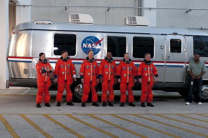 [STS-133] Discovery : Préparatifs (Lancement prévu le 24/02/2011) - Page 16 Sans_302