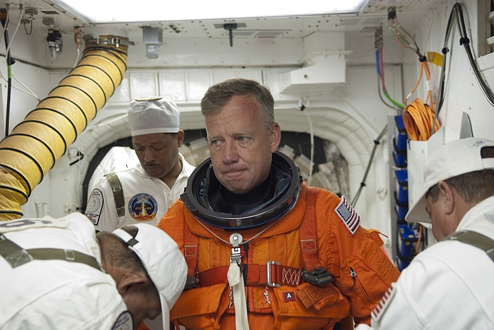 [STS-133] Discovery : Préparatifs (Lancement prévu le 24/02/2011) - Page 16 Sans_303