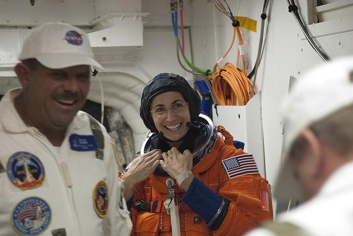 [STS-133] Discovery : Préparatifs (Lancement prévu le 24/02/2011) - Page 16 Sans_305