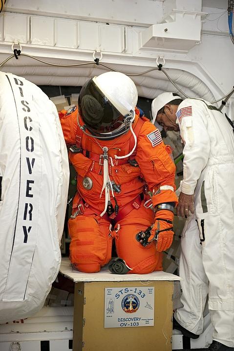 [STS-133] Discovery : Préparatifs (Lancement prévu le 24/02/2011) - Page 16 Sans_306