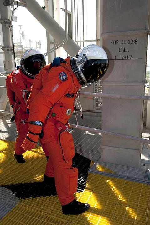 [STS-133] Discovery : Préparatifs (Lancement prévu le 24/02/2011) - Page 16 Sans_307