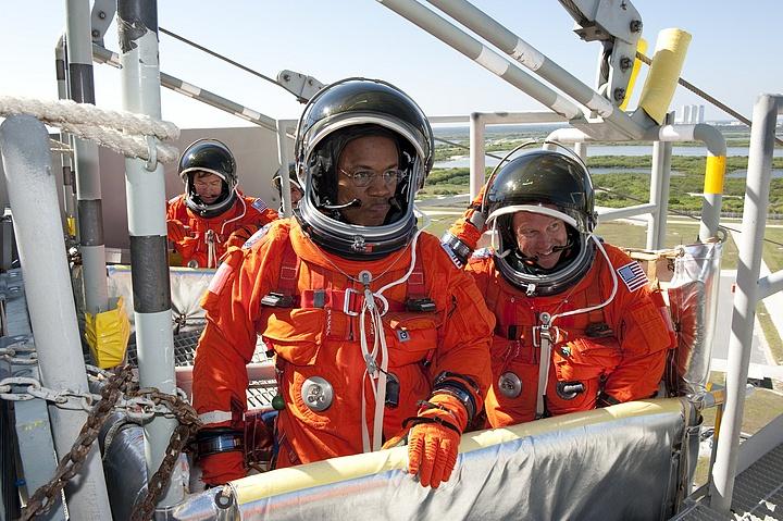 [STS-133] Discovery : Préparatifs (Lancement prévu le 24/02/2011) - Page 16 Sans_309