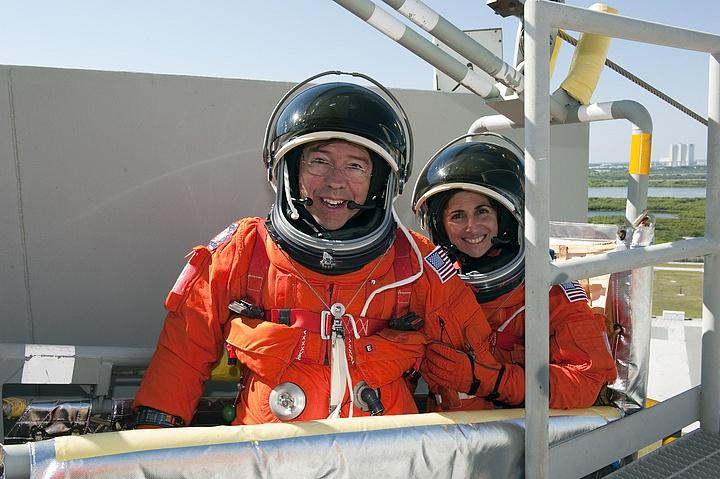 [STS-133] Discovery : Préparatifs (Lancement prévu le 24/02/2011) - Page 16 Sans_310