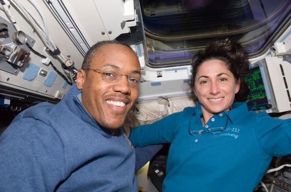 [STS-133] Discovery: Déroulement de la mission. - Page 4 Sans_365