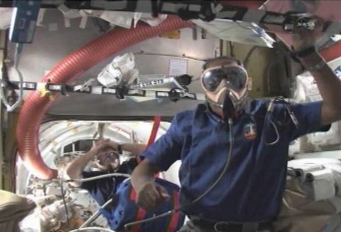 [STS-133] Discovery: Déroulement de la mission. - Page 4 Sans_368
