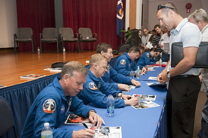 [STS-133] Discovery: Déroulement de la mission. - Page 9 Sans_391