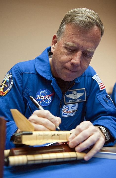 [STS-133] Discovery: Déroulement de la mission. - Page 9 Sans_392