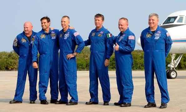 [STS-134] Endeavour: Suivi du lancement ( NET 16.05.2011) - Page 5 Sans_436