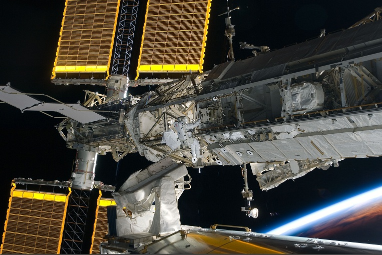 [STS-134] Endeavour: Déroulement de la mission.   - Page 4 Sans_454
