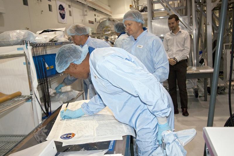[STS-133] Discovery : Préparatifs (Lancement prévu le 24/02/2011) - Page 10 Sans_t19