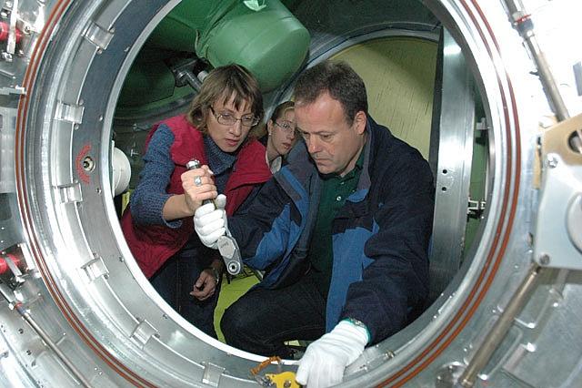 ISS : Expédition 25 Sans_t66