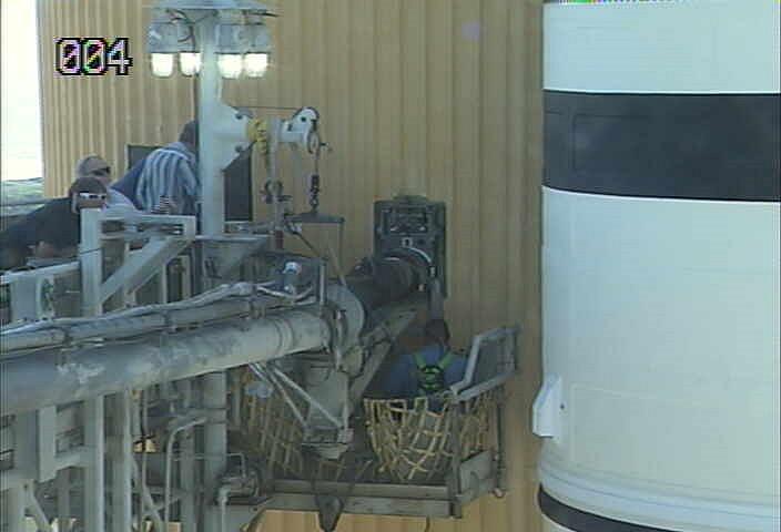 [STS-133] Discovery : Préparatifs (Lancement prévu le 24/02/2011) - Page 13 Sans_t80