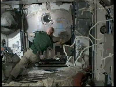 [STS-133] Discovery: Déroulement de la mission. - Page 3 Vlcsna82