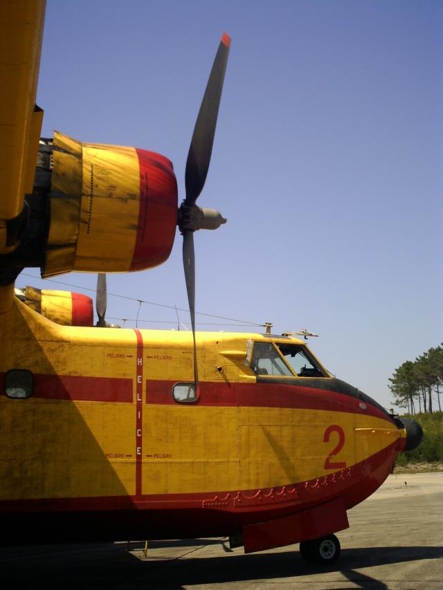 Canadair CL 215  une affectation pour l'aéronale navale jadis Pict0216