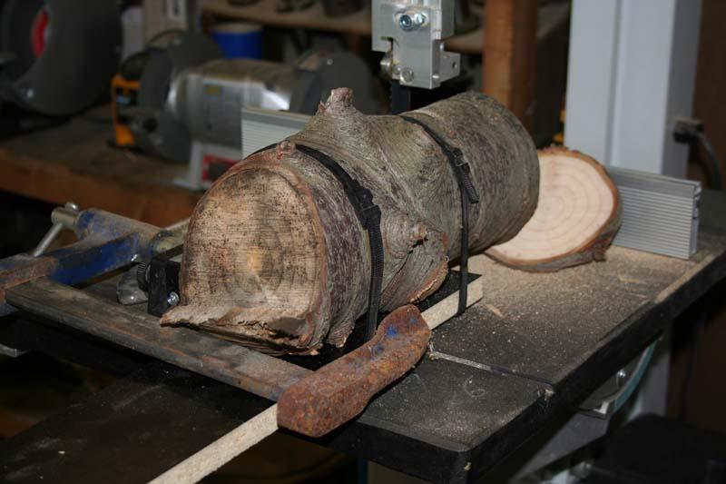 Gravure sur bois à la CN Tronc110