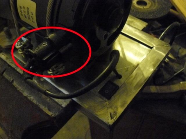 Petit moteur pour touret à métaux - Page 2 P1130310